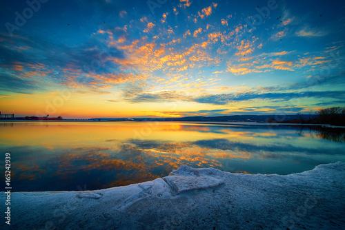 Spoed Foto op Canvas Zee zonsondergang Beautiful Sunset Clouds