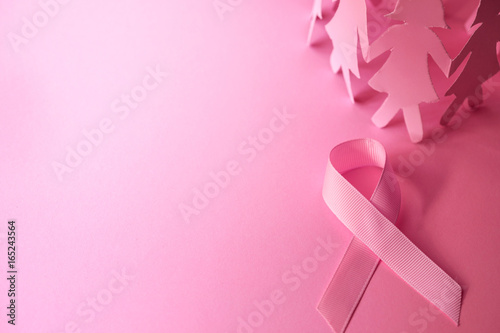 Fotografia Sweet pink ribbon shape with the girl paper doll on pink background  for Breast