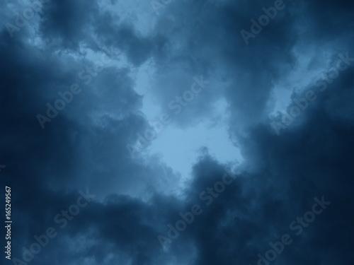 Photo  dunkelblaue wolken über ortenau lauf