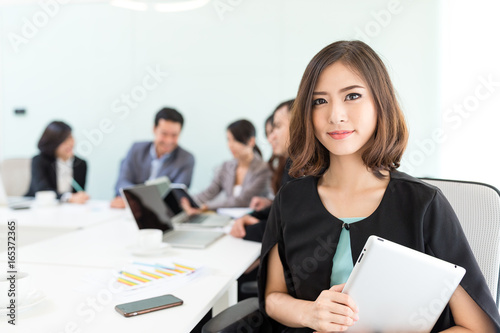 Group of asian business people in meeting room Tablou Canvas