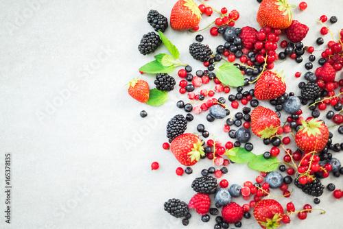 Photo  Fresh berry fruits border background