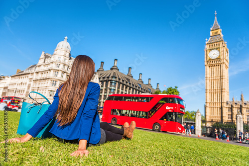 Deurstickers Londen rode bus London city lifestyle woman relaxing in Westminster summer park, red bus and big ben tower. Urban girl outdoors.