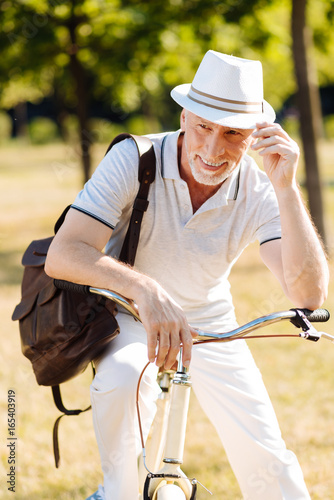 Poster Ontspanning Joyful man sitting on his bicycle