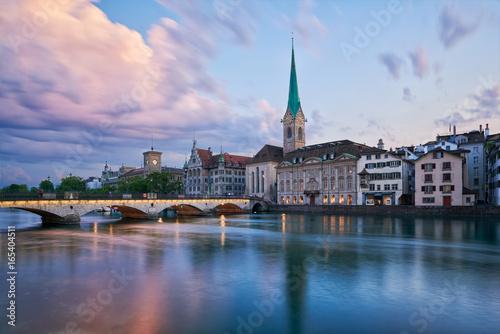 Abenddämmerung über Zürich, Altstadt, Wühre, Münsterbrücke, Limmat, Stadthaus, K Canvas Print