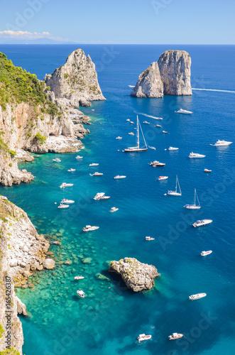 Fototapeta wspaniały pejzaż klifów na wyspie capri, włochy  obraz