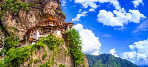 Poster Lama Taktshang Goemba Temple, Tiger nest monastery, Panorama view on a bright day, Paro, Bhutan.