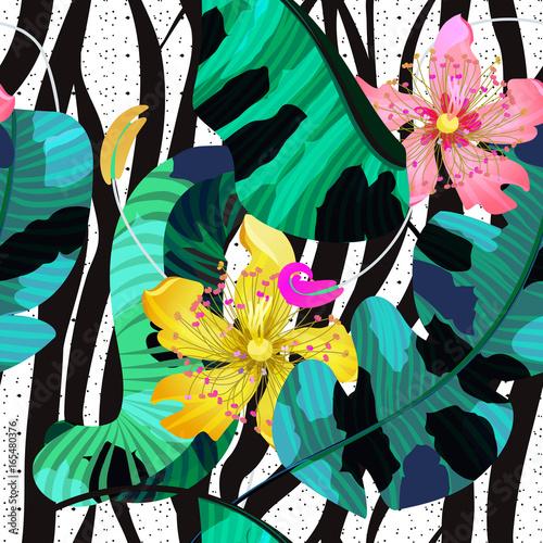 lato-bez-szwu-tlo-tropikalne-kwiaty-liscie-bananowca-i-linie-zebra-jasne-kolory-rozowy-zolty-i-zielony