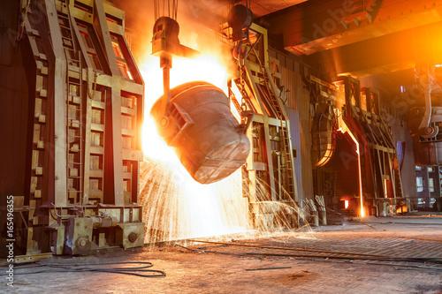 Fotomural Blast furnace smelting liquid steel in steel mills