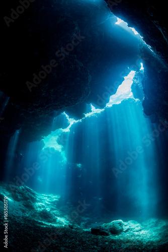 Fotobehang Koraalriffen Rays of sunlight into the underwater cave