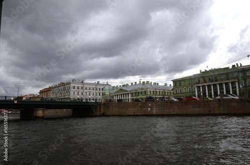 Spoed Foto op Canvas Noord Europa Saint-Pétersbourg : Croisière sur la Neva en bateau-mouche (Russie)