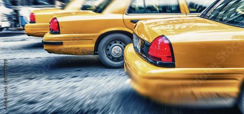 Zdjęcie XXL Żółte taksówki w miasto alei szybkim mknięciu, Miasto Nowy Jork