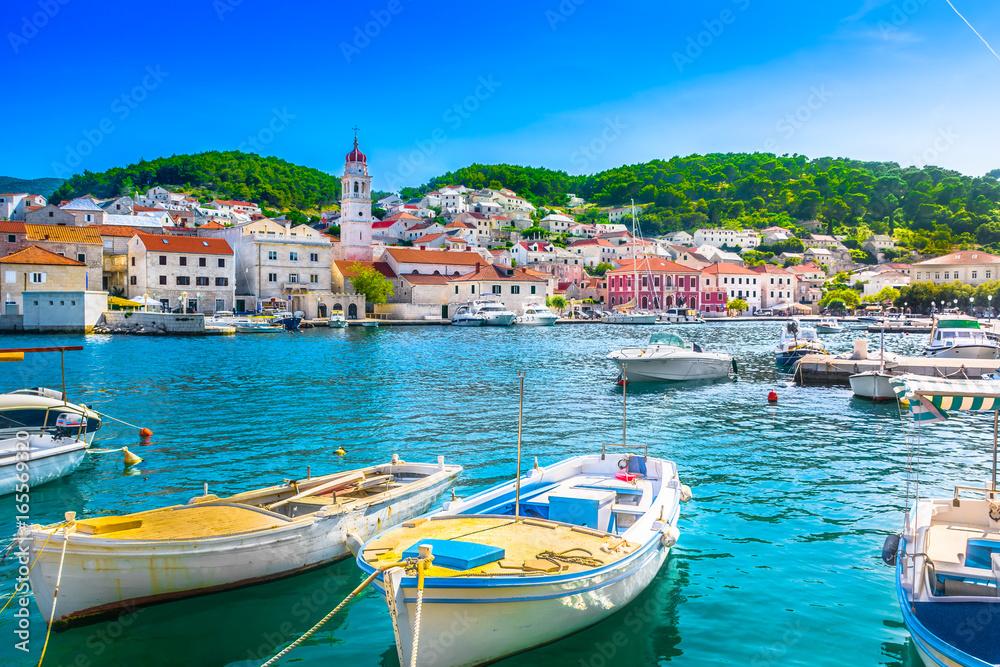 Fototapety, obrazy: Pucisca Brac adriatic place. / Seafront scenery of small mediterranean village Pucisca on Island Brac, tourist summer resort in Croatia, Europe.
