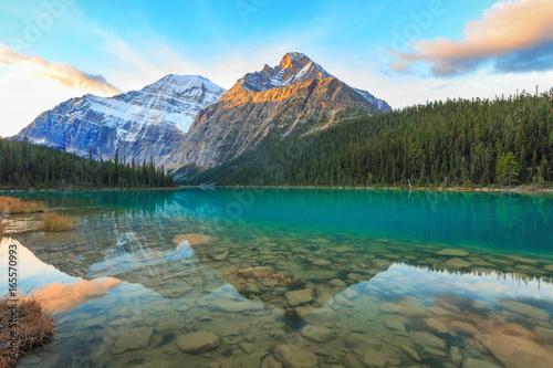 Valokuva  Edith Cavell Mountain and lake in Jasper National Park, Alberta, Canada