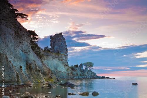 Fotografía limestone pillars raukars at Gotland, Sweden