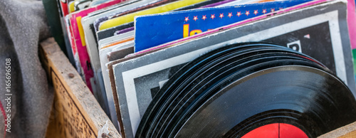 Fotografía  garage sale display of LPs and vinyls for music collectors