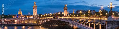 Poster Paris Pont Alexandre III und Invalides in Paris, Frankreich