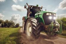 Traktor In Voller Fahrt