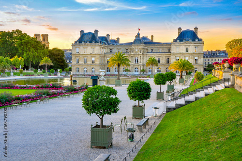 Photo sur Aluminium Paris palace and park Versailles complex, historical residence of the French kings