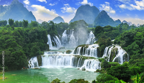 Tuinposter Watervallen Beautiful cataract