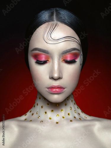 Woman with bright red makeup Canvas-taulu