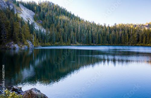Photo sur Aluminium Gris traffic Lake reflections