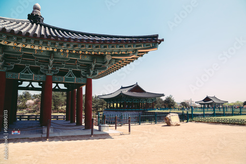 Photo Stands Korean heritage site Anapji Pond at Gyeongju, South Korea in spring