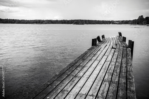 Fotografia, Obraz Old wooden foot bridge in sea