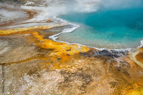 Fototapeta Mikroorganismen färben das Wasser im  Yellowstone Nationalpark, Wyoming obraz na płótnie