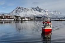 Fishing Boat Entering Sildpoll...