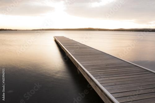Fototapeta pomost nad jeziorem