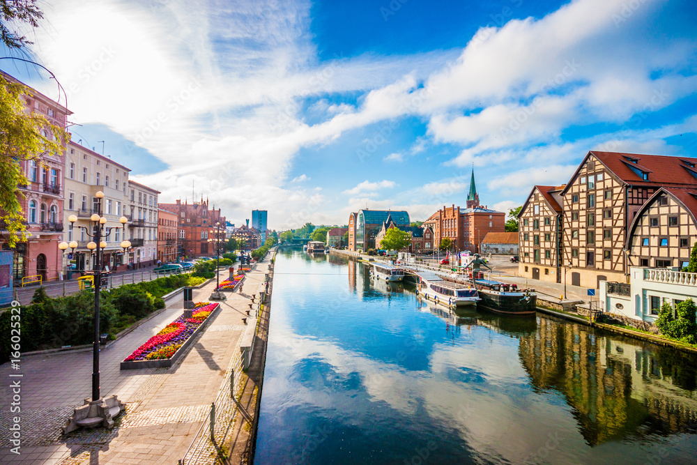 Fototapety, obrazy: Old Town and granaries by the Brda River. Bydgoszcz, Poland.