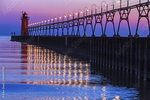 Montage in der Fensternische Leuchtturm South Haven, Michigan Lighthouse and Reflections after Sundown