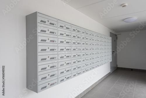 Obraz Skrzynka pocztowa blok - fototapety do salonu