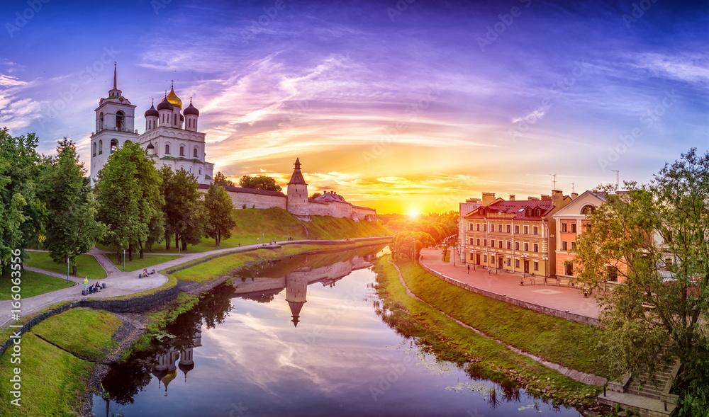 Fototapety, obrazy: Kremlin in Pskov, Russia. Ancient fortress. Golden dome of Trinity Church. The Golden Embankment of Pskov.