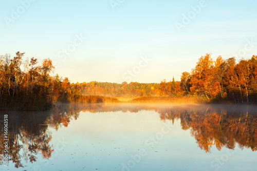Keuken foto achterwand Rood traf. View of a lake at dawn in the autumn