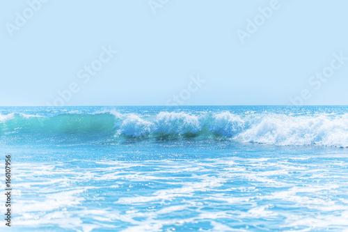 Foto auf Gartenposter Wasser Beautiful waves in sea