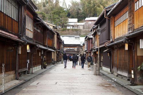 Fototapeten Schmale Gasse Historical street at Higashichaya district, Kanazawa, Japan