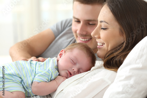 Obraz Parents watching their baby sleeping - fototapety do salonu