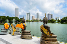Buddhistische Statuen In Der H...