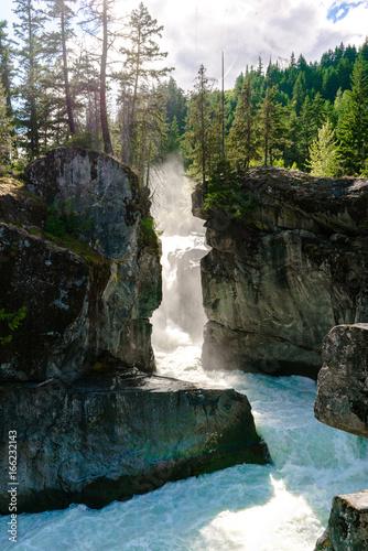 Fototapeten Forest river Nairn Falls