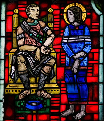 Fotografie, Obraz Stained Glass in Worms - Jesus brought before Pontius Pilate