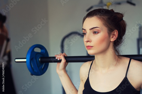 Foto op Plexiglas Fitness Serious look of a girl with barbell