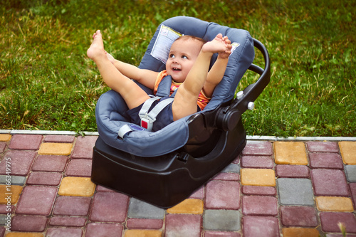 Photo  Infant baby seat in modern car seat in a park