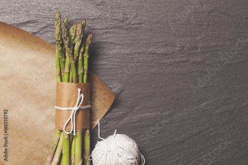 Foto op Plexiglas Stenen in het Zand Asparagus tied in a bunch on a rustic background