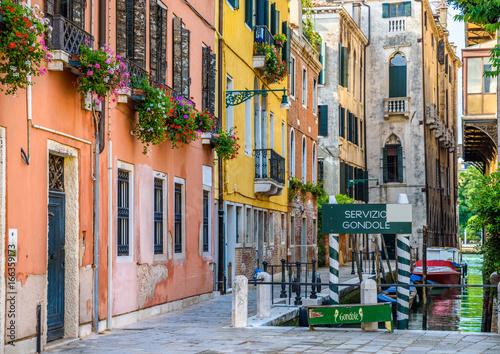 Keuken foto achterwand Smal steegje Venice Italy.
