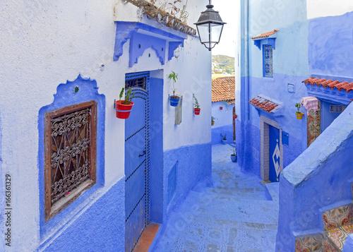 ulica-w-szawszawan-niebieskim-miescie-w-maroku