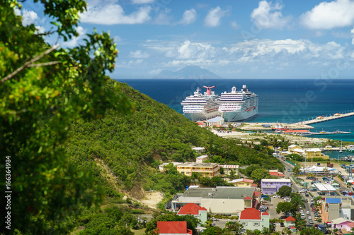 Deurstickers Caraïben PHILIPSBURG, SINT MAARTEN. View of the port with cruise ships from the bird's flightz.