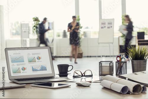 Obraz Businesspeople walking in the office - fototapety do salonu