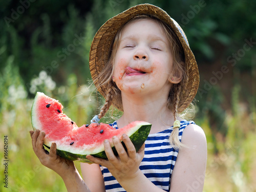 Fotografie, Obraz  Funny little kid with a big watermelon