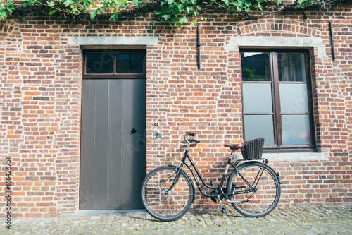 Türaufkleber Fahrrad Bike in front of house